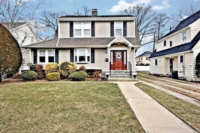 Rockville Centre Single Family Home For Sale: 109 Raymond St