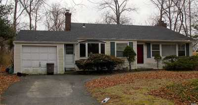 Huntington Sta NY Single Family Home For Sale: $325,000