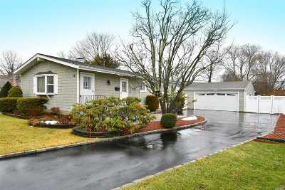 Smithtown Single Family Home For Sale: 28 Hofstra Dr