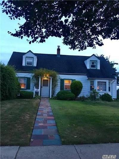Levittown Single Family Home For Sale: 34 Church Rd