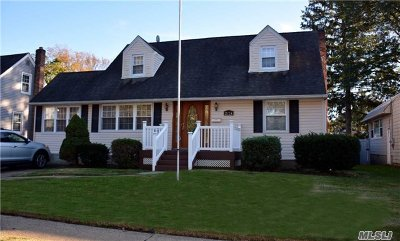 Merrick Single Family Home For Sale: 2124 Burke Pl