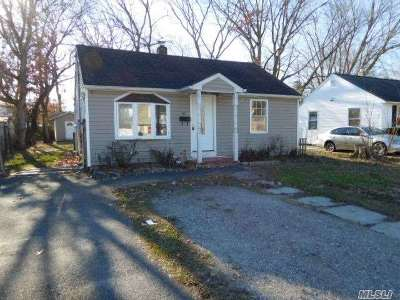 central Islip Single Family Home For Sale: 61 E Halley Ln