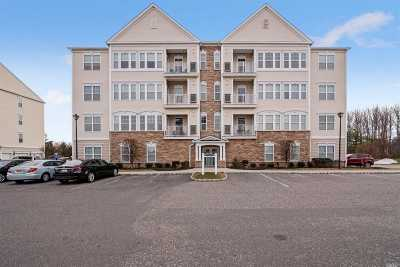 central Islip Condo/Townhouse For Sale: 248 Saxton Ct