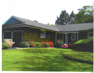 Huntington Sta NY Single Family Home For Sale: $569,000