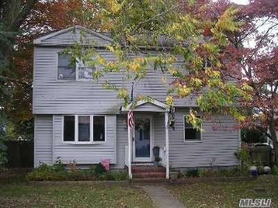 Huntington Sta NY Single Family Home For Sale: $299,000