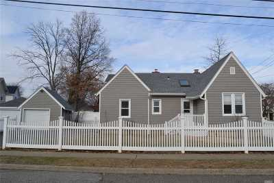 Nassau County Single Family Home For Sale: 60 Montauk Ave