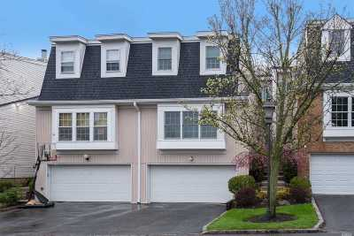 Syosset Condo/Townhouse For Sale: 86 Hidden Ridge Dr