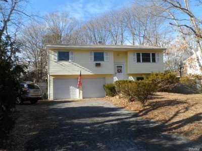 Hauppauge NY Single Family Home For Sale: $399,990
