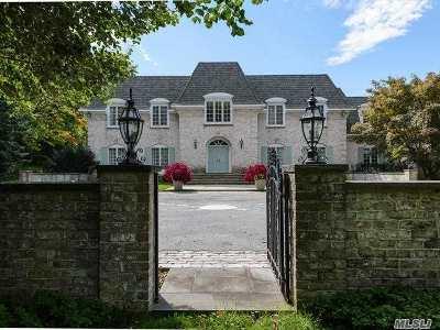 Nassau County Single Family Home For Sale: 6 Pondview Dr