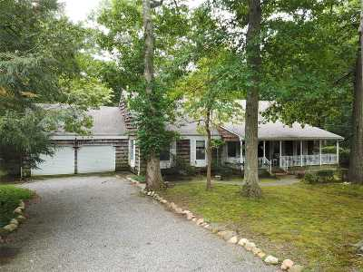 Suffolk County Single Family Home For Sale: 37 Branglebrink Rd