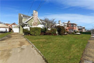 Forest Hills Single Family Home For Sale: 110-37 68dr
