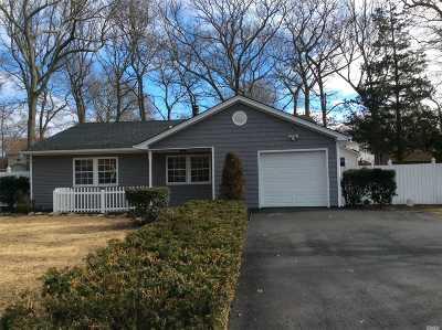 Selden Single Family Home For Sale: 343 Dare Rd