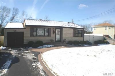 Lake Grove Single Family Home For Sale: 2 Glen Way