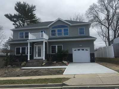 Syosset Single Family Home For Sale: 12 1/2 Raynham Dr
