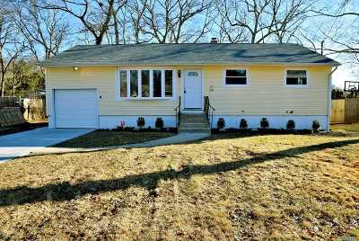Farmingville Single Family Home For Sale: 1165 Waverly Ave