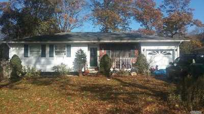 Ronkonkoma Single Family Home For Sale: 183 Cherokee St