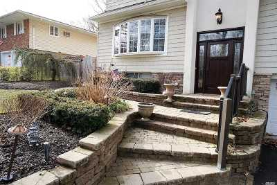 Hauppauge Single Family Home For Sale: 6 Bee Dr