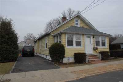 Westbury Single Family Home For Sale: 45 Bedford Ave