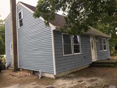 Bay Shore NY Single Family Home For Sale: $359,000