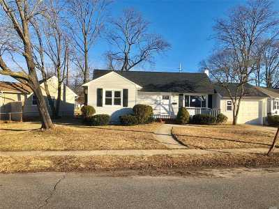 Babylon Single Family Home For Sale: 59 Tappan Ave