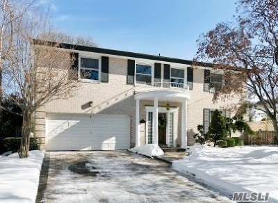 Rockville Centre Single Family Home For Sale: 115 Riverside Dr