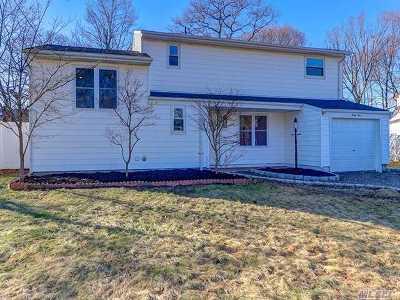 Selden Single Family Home For Sale: 44 Fairlane Dr