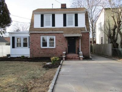 Sayville Single Family Home For Sale: 304 Greeley Ave