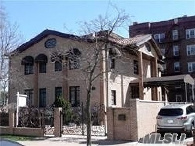 Forest Hills Single Family Home For Sale: 112-38 72 Ave