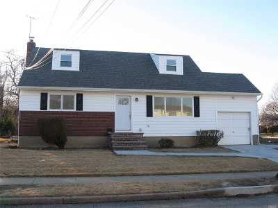 Freeport Single Family Home For Sale: 101 Sagamore St