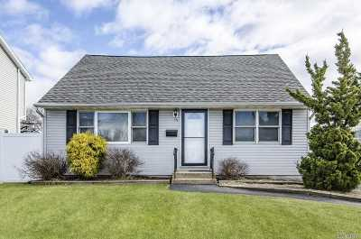 Hicksville Single Family Home For Sale: 55 Smith St