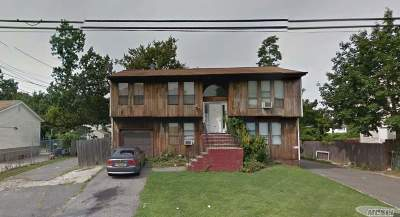 Bay Shore Single Family Home For Sale: 68 Jefferson Ave