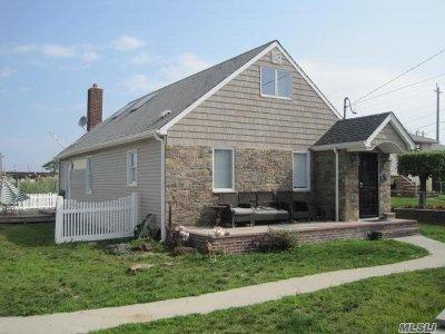 Oceanside Single Family Home For Sale: 452 Albern Ave