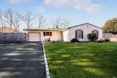 Farmingville Single Family Home For Sale: 22 Baylor Dr