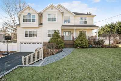 Smithtown Single Family Home For Sale: 282 Lilac Ln