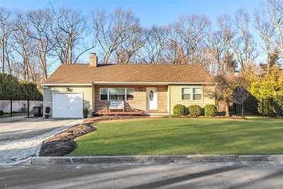 Smithtown Single Family Home For Sale: 61 Columbus Ave