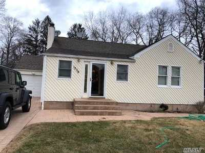 Hauppauge Single Family Home For Sale: 1239 Motor Pkwy