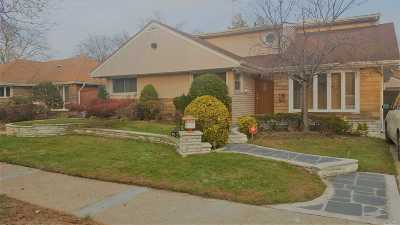 Fresh Meadows Single Family Home For Sale: 75-27 196th Pl