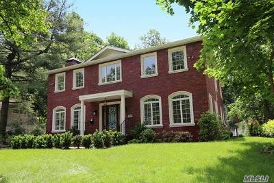 Roslyn Single Family Home For Sale: 47 Sycamore Dr