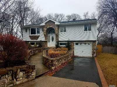 Farmingville Single Family Home For Sale: 15 Gaymor Ln