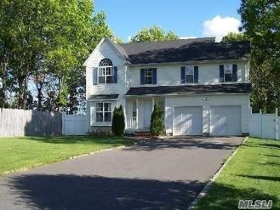 Setauket Single Family Home For Sale: 20 Spring Meadow Ln