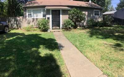 Bay Shore Single Family Home For Sale: 13 S 3rd St