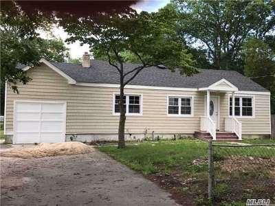central Islip Single Family Home For Sale: 1029 Ferndale Blvd