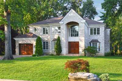 Great Neck Single Family Home For Sale: 61 Meadow Woods Rd
