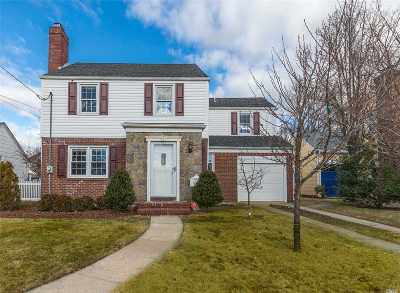 Lynbrook Single Family Home For Sale: 5 Hart St
