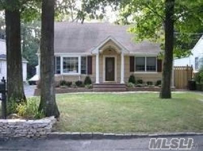 Huntington Single Family Home For Sale: 190 Iceland Dr