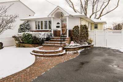 Bellmore Single Family Home For Sale: 2742 Landing Ave
