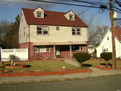 Great Neck Single Family Home For Sale: 54 Summer Ave