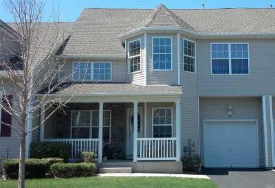Miller Place Condo/Townhouse For Sale: 32 Meadow Ponds Cir #32