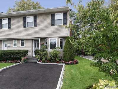 Jericho Condo/Townhouse For Sale: 45 Manors Dr