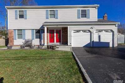 Centereach Single Family Home For Sale: 17 Chatham Woods Dr